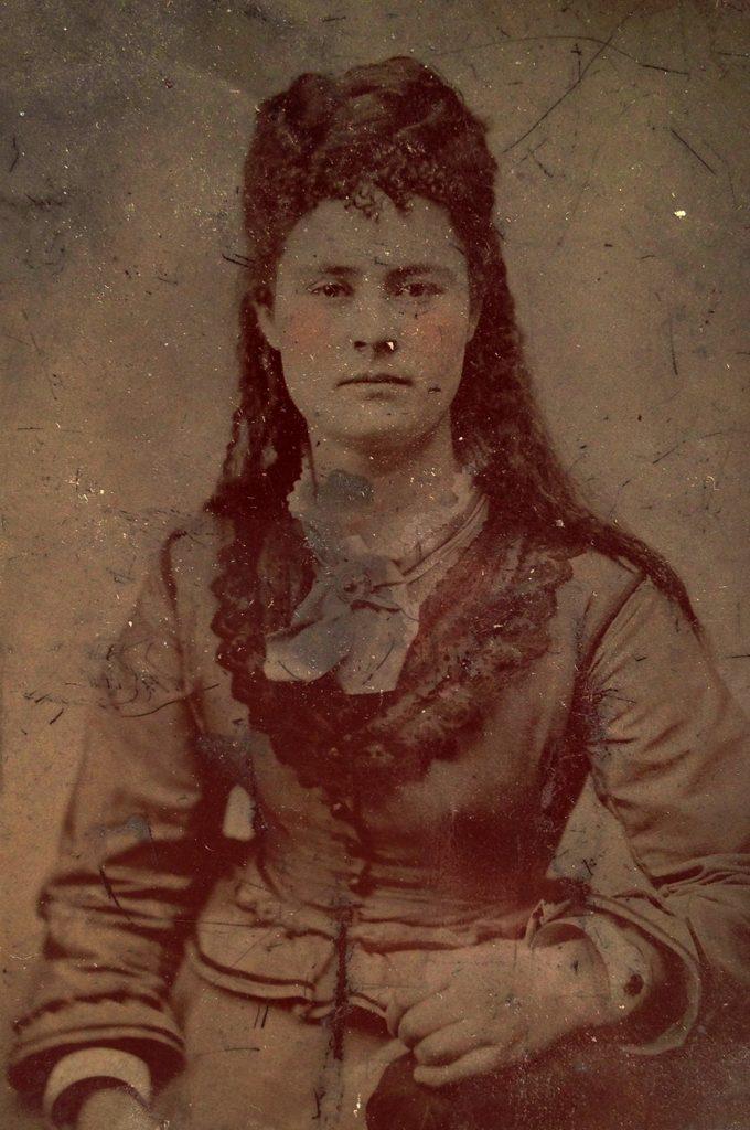 Retrato de mujer victoriana con los pómulos coloreados