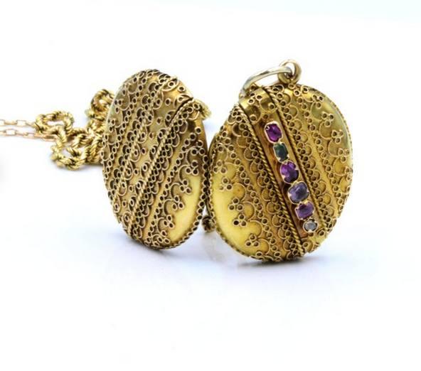 Medallón acróstico victoriano (cada piedra es una letra para REGARD (recuerdo): rubí, esmeralda, granate, amatista, rubí, diamante